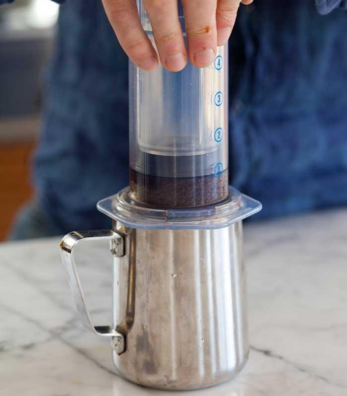 تهیه قهوه با آئروپرس