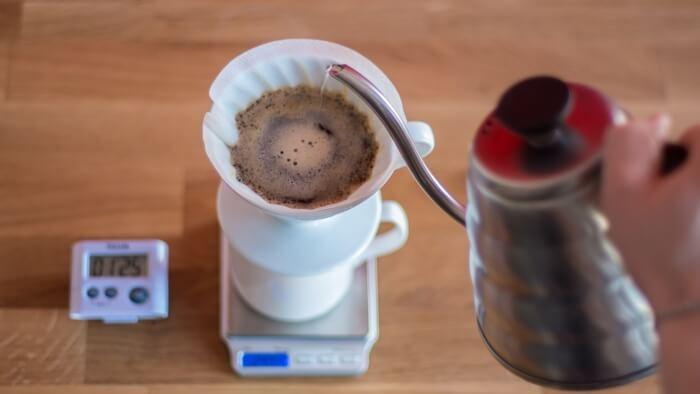 تهیه قهوه با v60