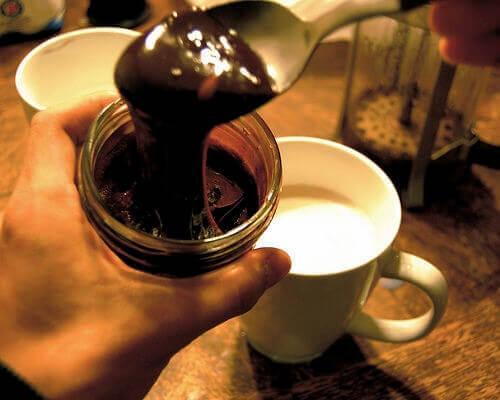 مخلوطی از شکلات و شیر