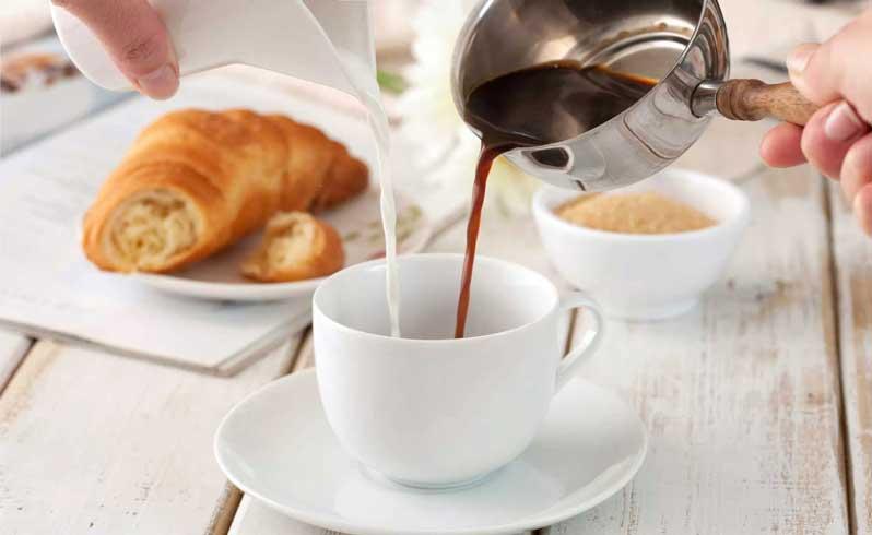 ریختن شیر و قهوه بطور همزمان