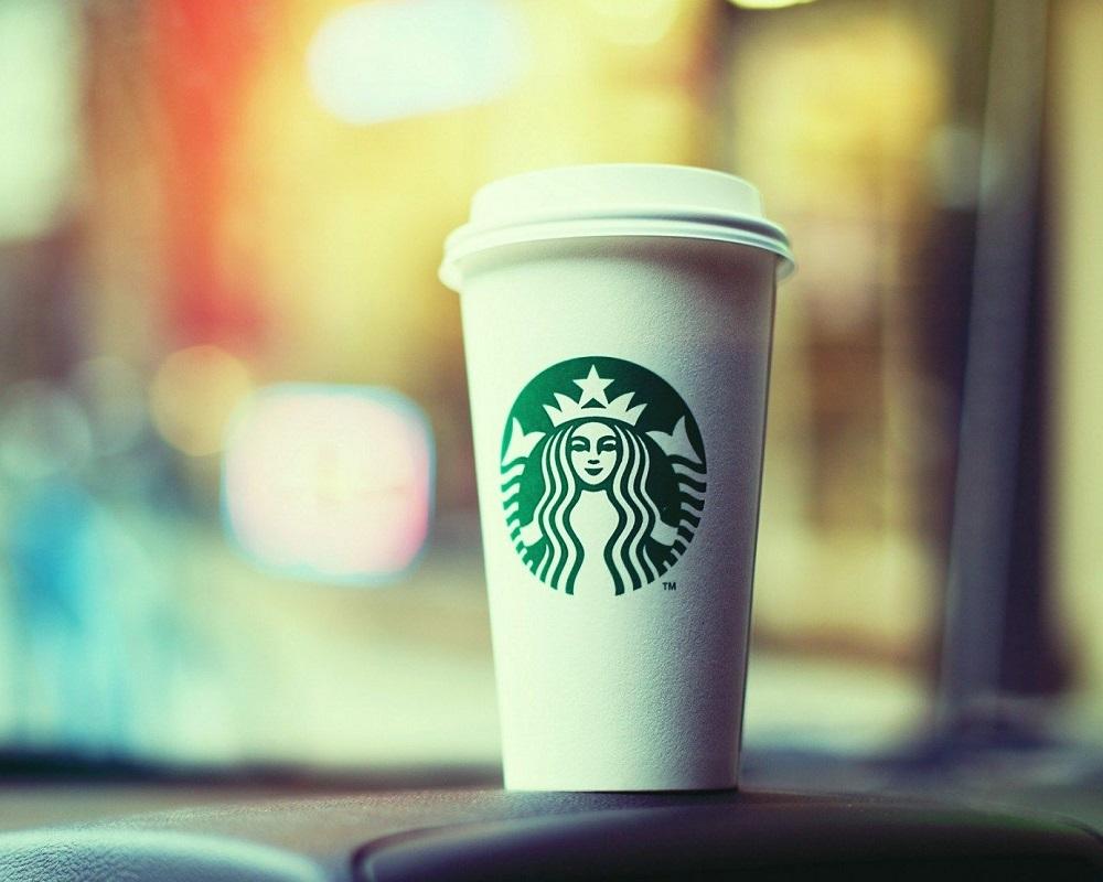 یک فنجان نوشیدنی استارباکس