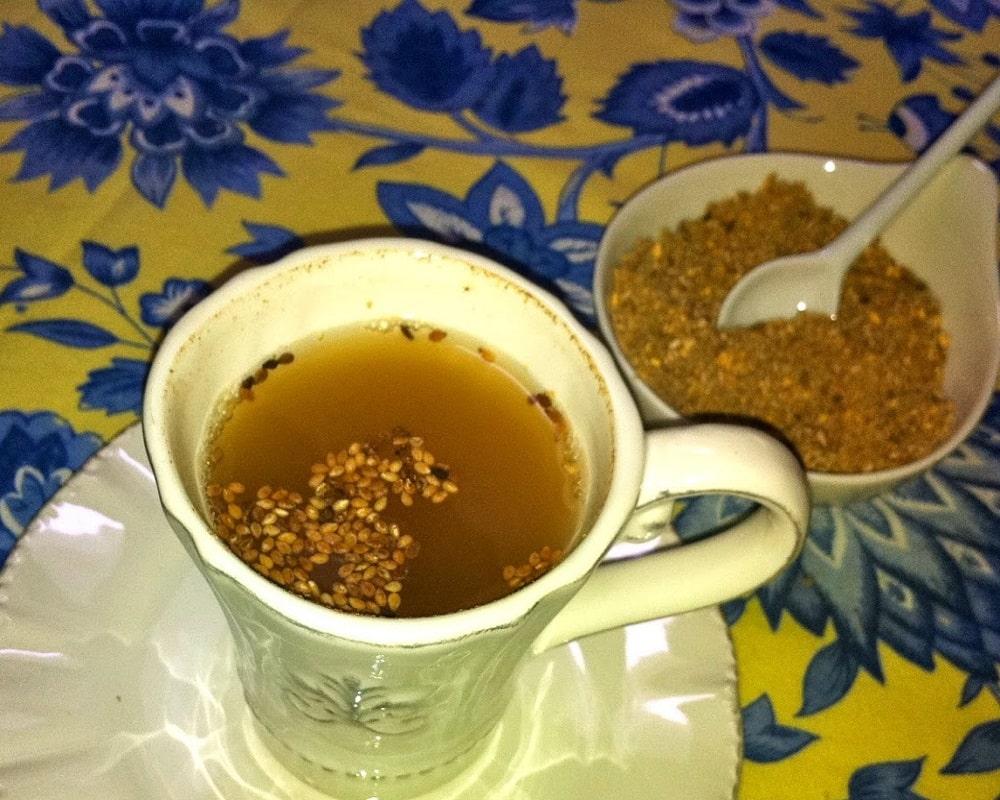 قهوه قشر در فنجان های سنتی
